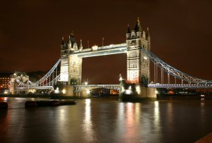 View London by Night Photos >>
